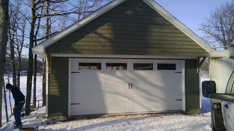 #N0422 – Detached Garage with Patio in Mackinaw