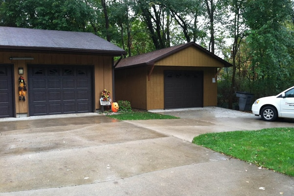 L0185 Garage In Bristol Coach House Inc