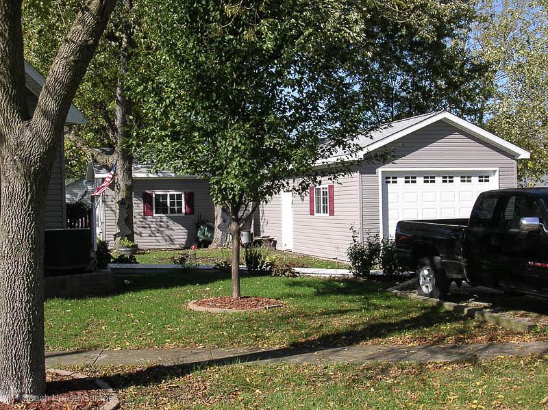Q0268 Garage In Findlay Coach House Inc