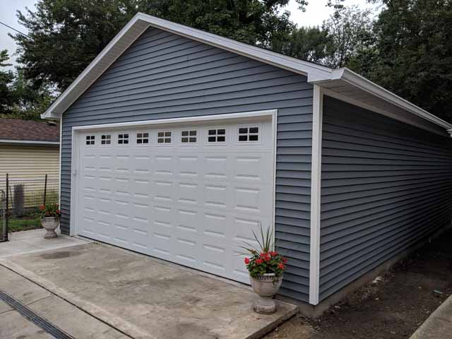 R0161 Garage In Springfield Coach House Inc
